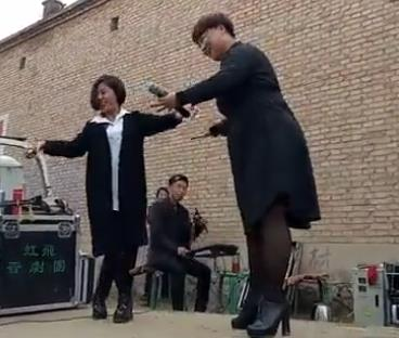 农村小媳妇演唱晋剧